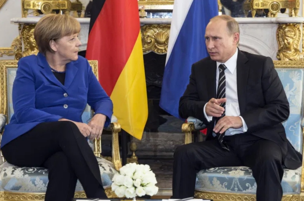 Putin, Merkel consider joint production of COVID-19 vaccines